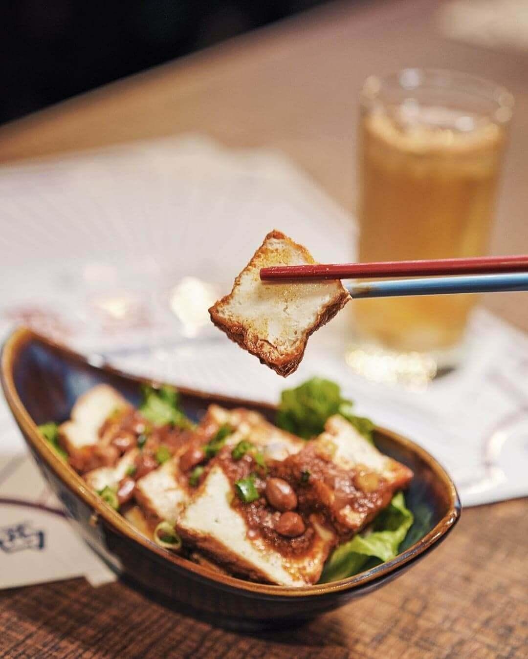 餐廳對馬拉嘅「辣」同樣執著,以蝦膏、蝦米與辣椒自家製成參巴辣醬。