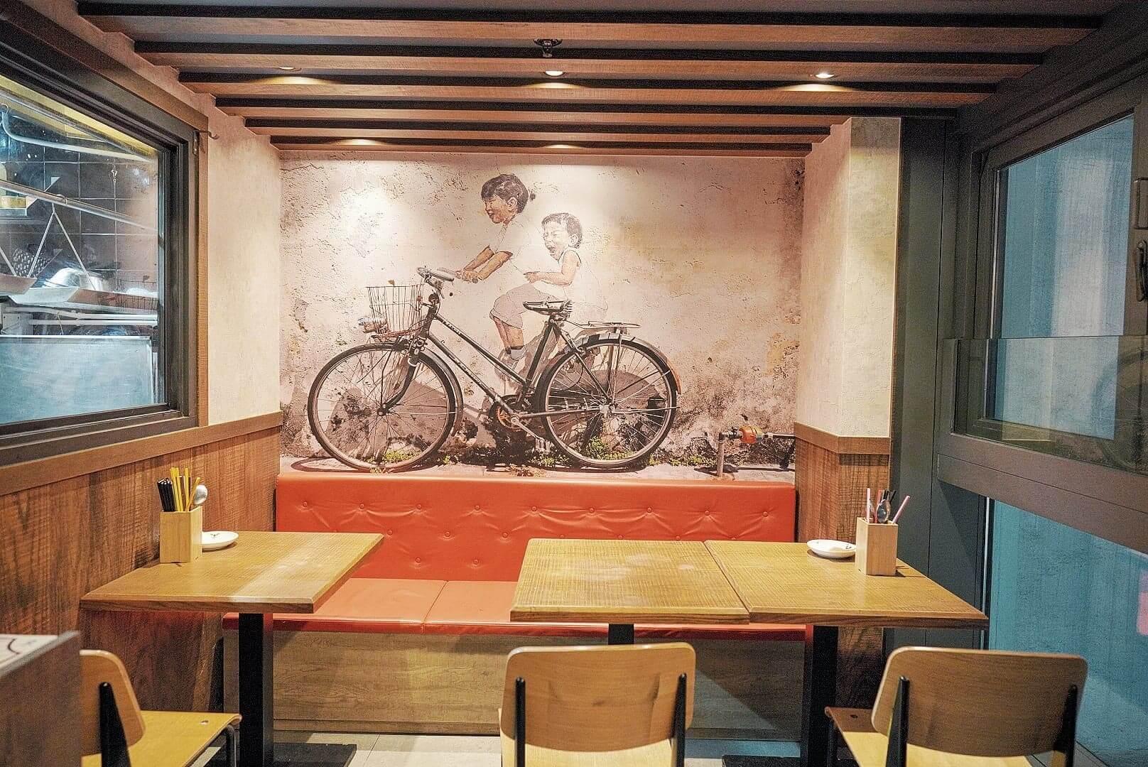 馬來西亞有名壁畫「姊弟共騎單車」。