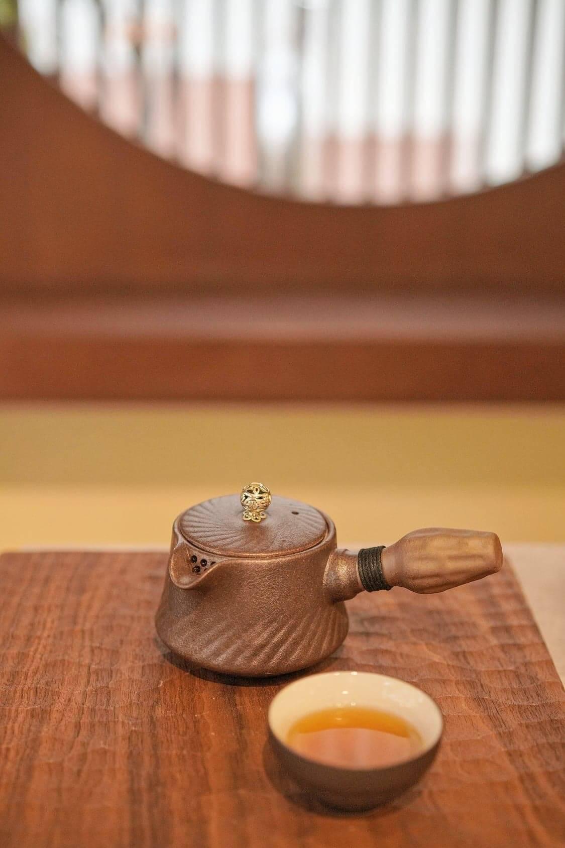 精緻小茶壺,盛載來自日本茶葉。