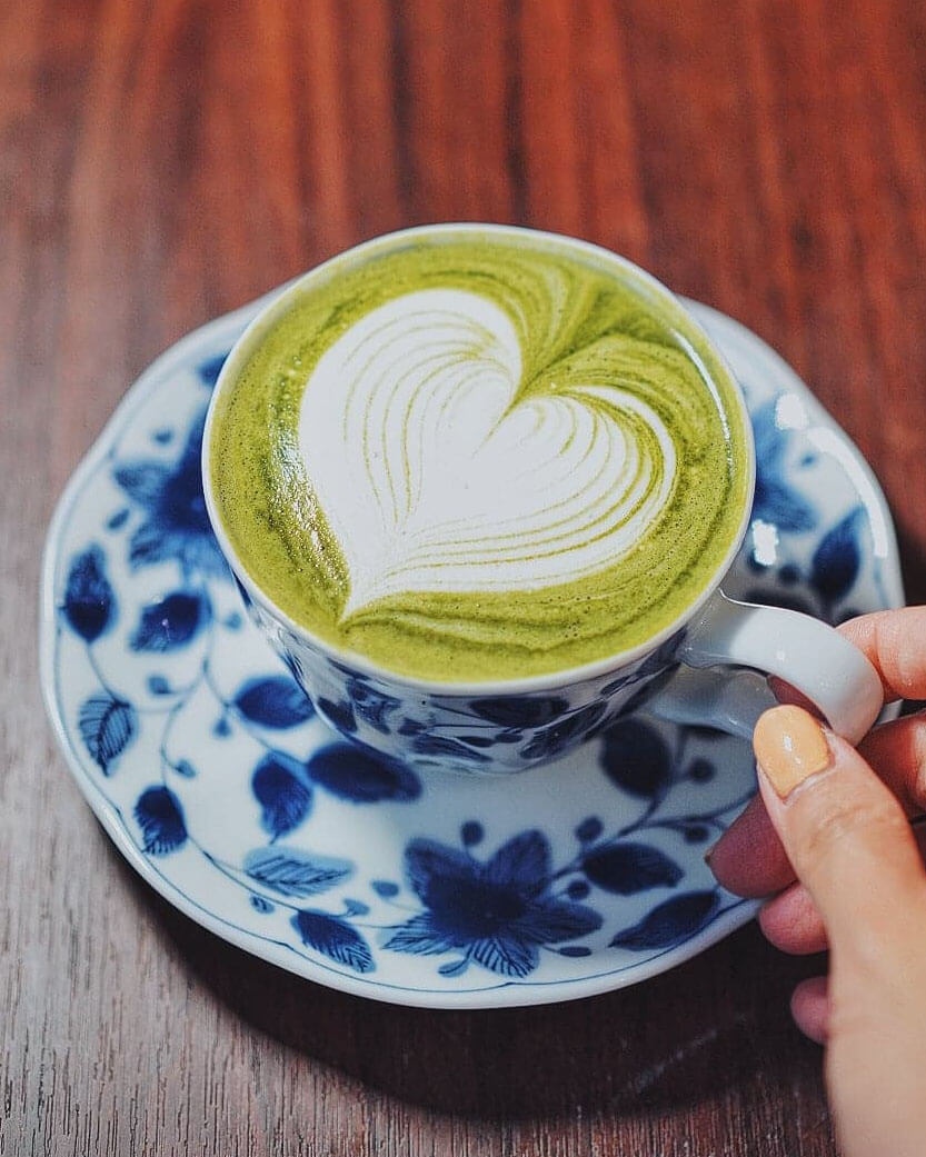 以京都直送抹茶粉沖泡,口感甘香幼滑。