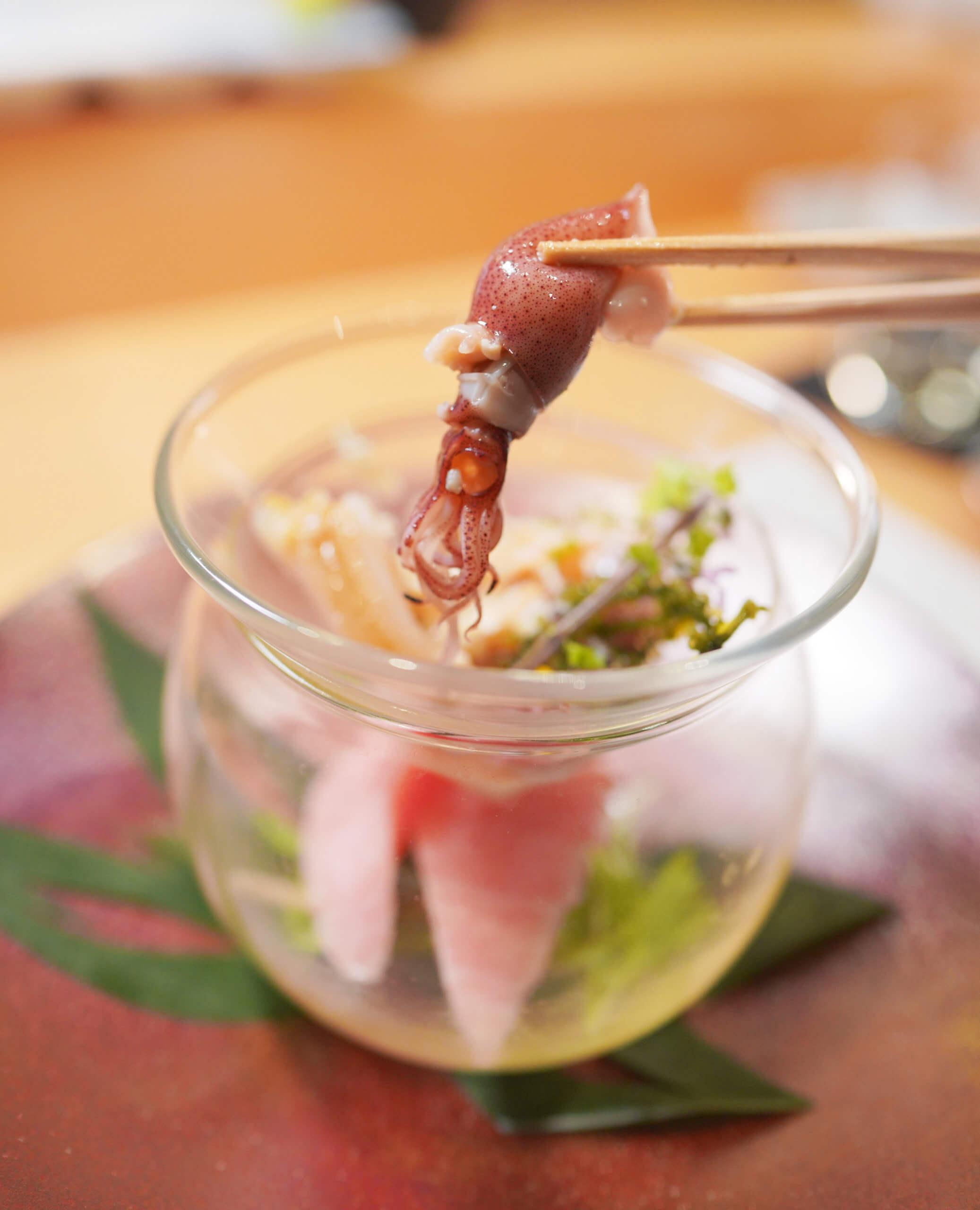 兵庫縣時令螢光魷魚,皮薄脆,內裡藏著肥美嘅魚膏。