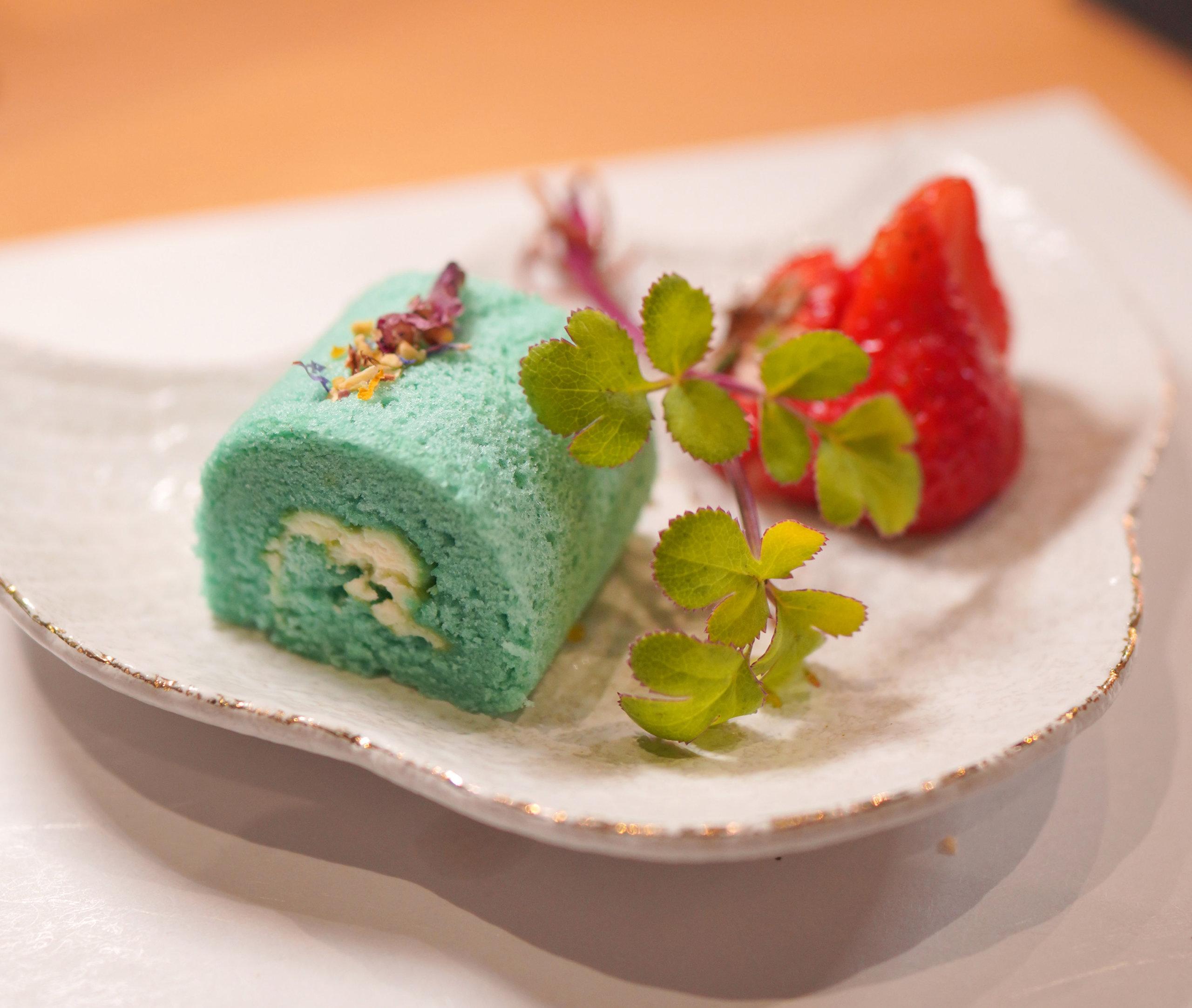 甜品係沖繩海鹽卷蛋及博多甜王。