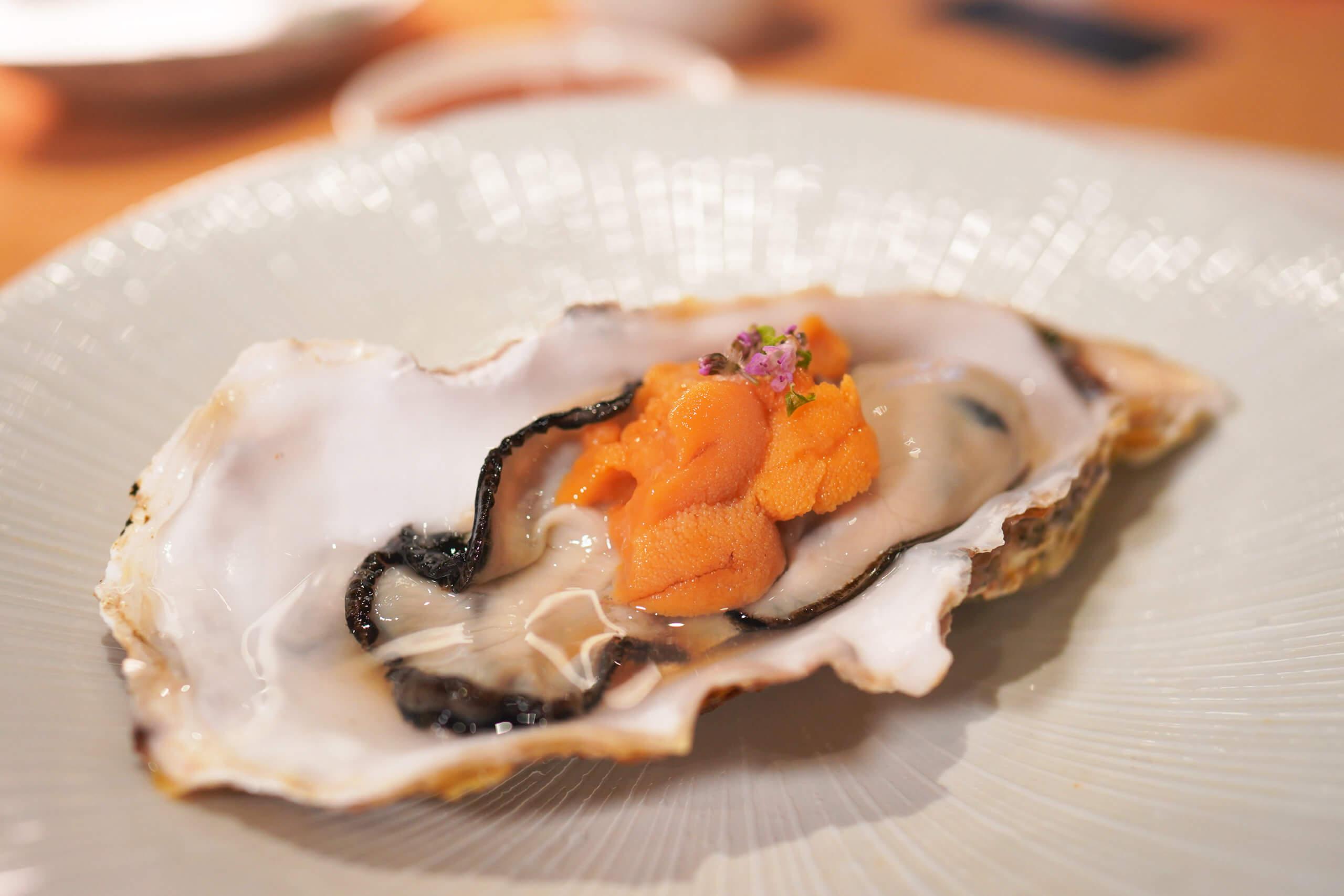 豐‧特上頭盤即是肥美嘅岩手蠔及北海道根室海膽。