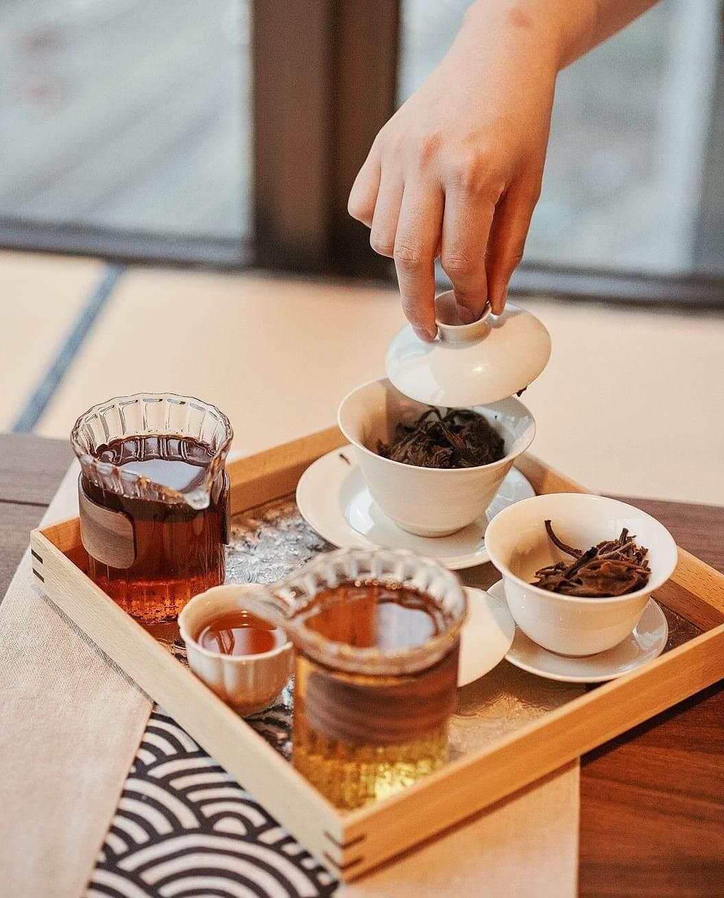 高山茶經過熱水沖泡,茶香四溢。