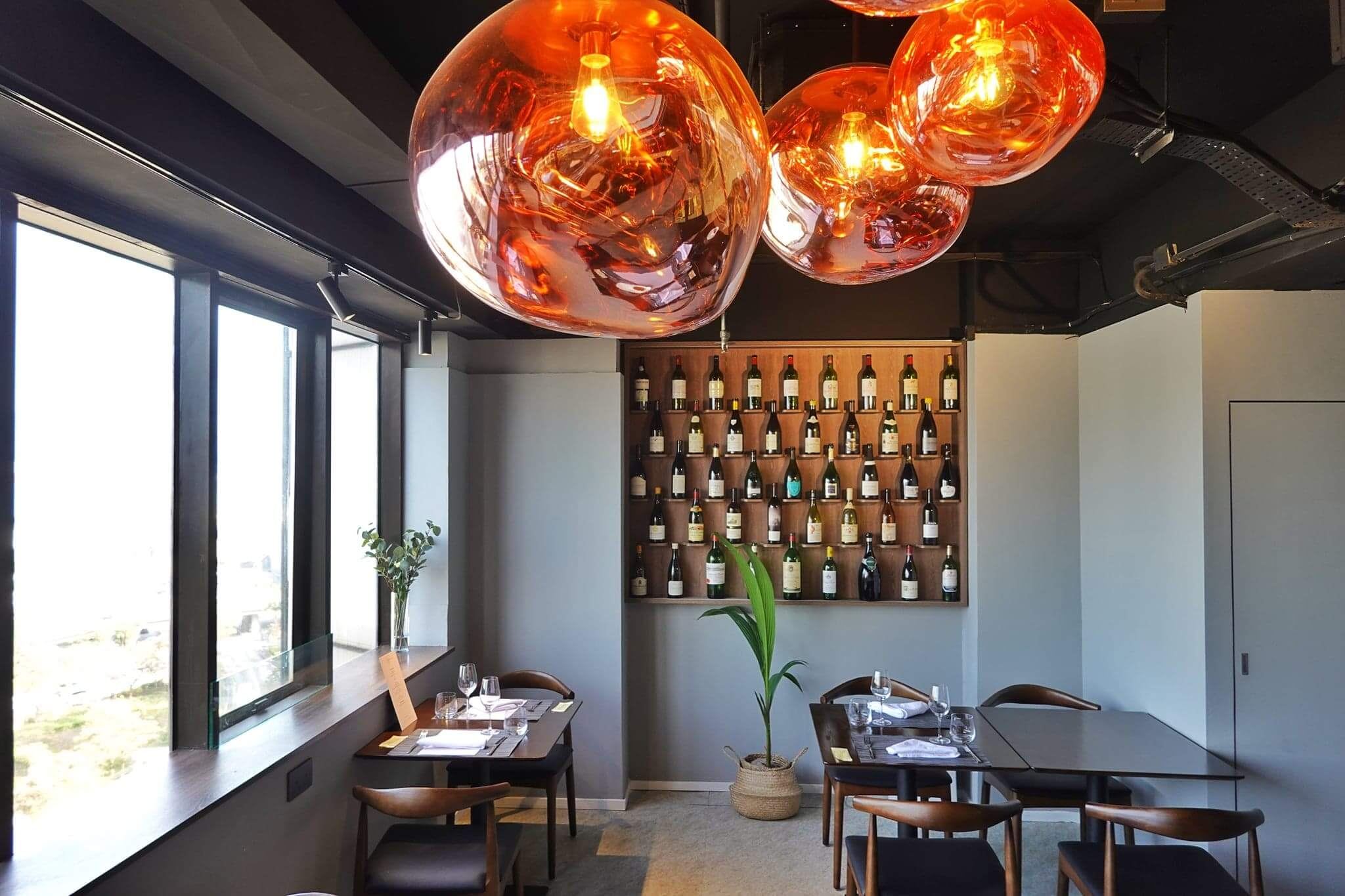 銅鑼灣全新法國菜館terroir,可以邊賞維港靚景,邊嘗美食。
