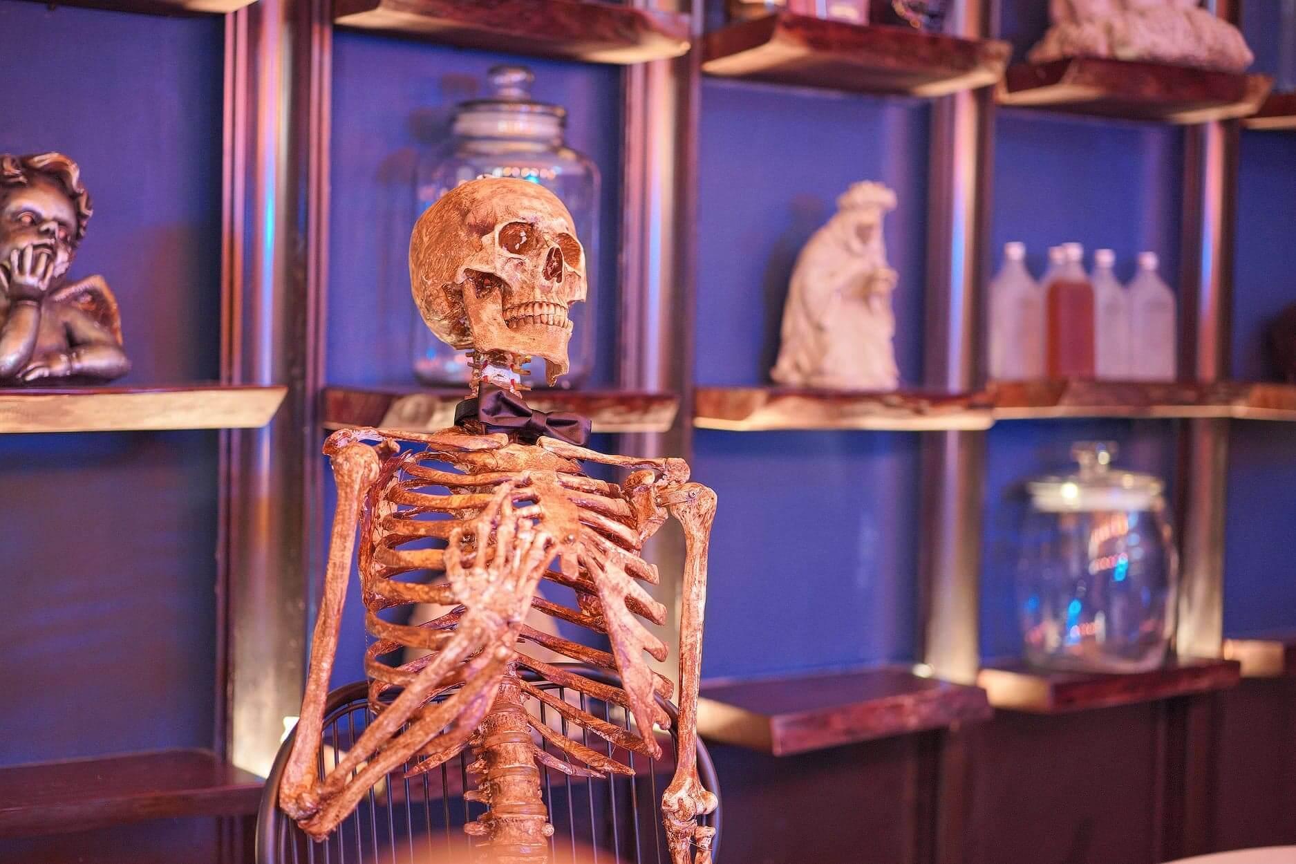 一入門口即見骷髏骨頭歡迎你!