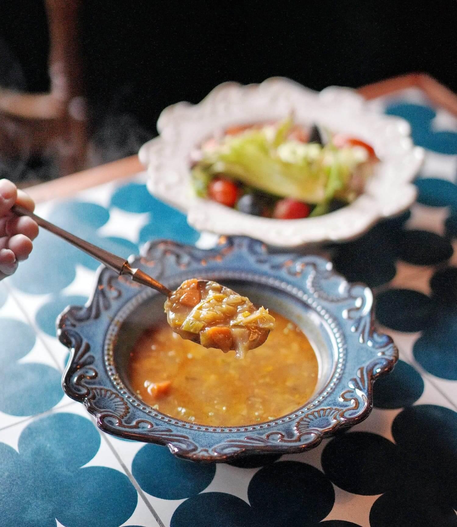 跟餐前菜:雜菜湯、水果沙律